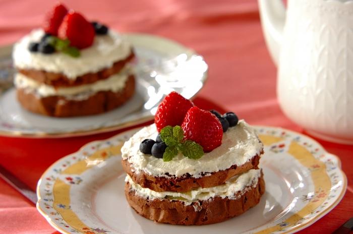 メレンゲをしっかりと泡立てることで、ふわふわのスポンジケーキが出来上がります。ホイップクリームにキルシュを混ぜて、風味をアップ。細かなところにこだわることで、ワンランク上の仕上がりになります。