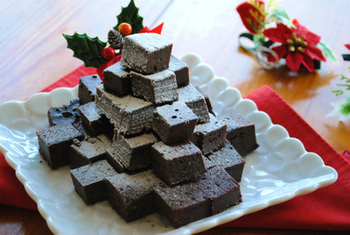 炊飯器でまったり濃厚なガトーショコラも作れてしまいます!小さくカットして上手に積み重ねれば、クリスマスにもぴったりの大人のケーキが出来上がります。