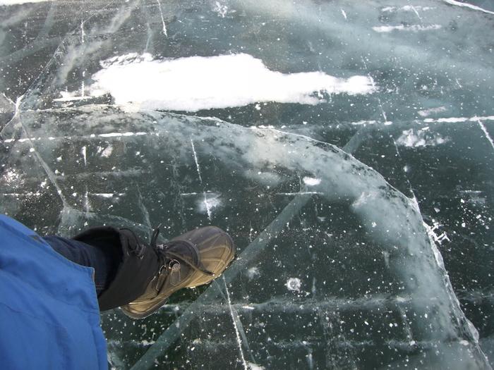 雪がない部分は足元が透明なので立つのもドキドキしてしまいそう。ダウンタウンからも歩いていける距離なので、冬季に訪れたときはぜひ足を運んでみてください。
