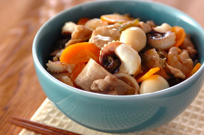 海鮮がたっぷり入った食べごたえ抜群の一品。イカゲソとエビのプリッとした食感と高菜の深みがほど良いアクセントに。鶏のお出汁が効いたあんかけをかけて頂くので、寒い日にもぴったりですね!熱々をフーフーいいながら食べたくなります。