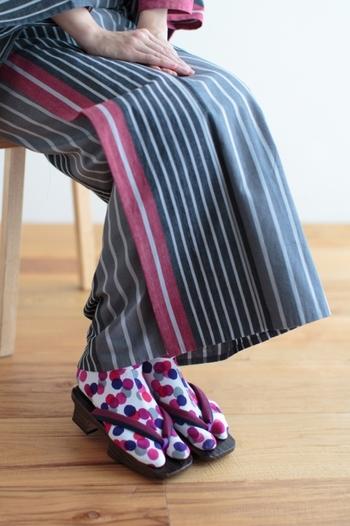 最近は柄入りの可愛らしい足袋も増えています。シンプルなデザインの着物のときは、カラフルな足袋で足元のおしゃれを楽しんでみて♪