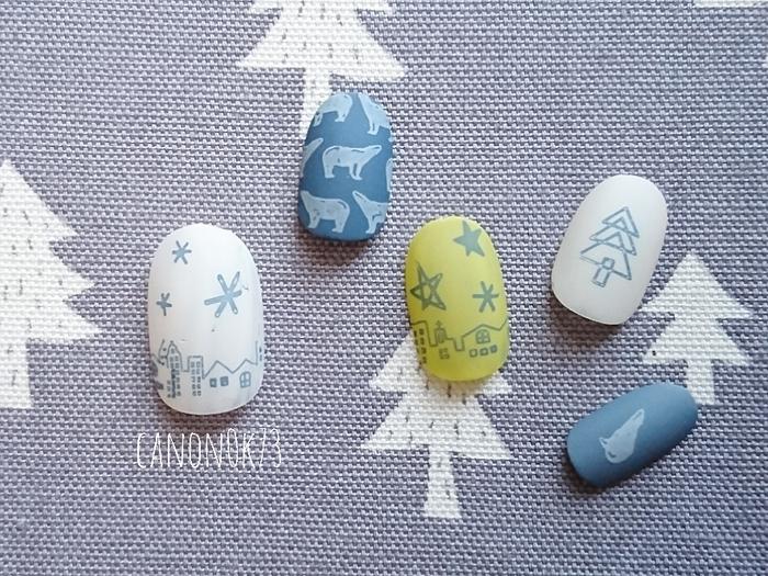 幅広いデザインのネイルやアイテムを発信している「きゃの」さんは、『落ち着いた北欧ネイル』から『ポップでカラフルなネイル』まで、さまざまなネイルを楽しまれているので、きっとお気に入りのネイルが見つかるはず。 こちらは「手書き風のスタンピングアイテム」をつかったクリスマスネイル。北欧らしい色の組み合わせがほっこりかわいい♪