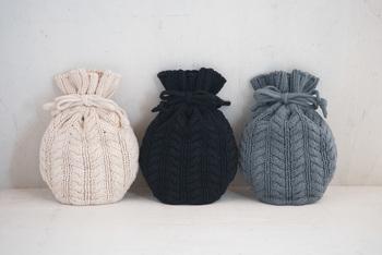 寒い季節は足元に湯たんぽをしのばせて。足元をしっかり温めることで、ゆっくり深く眠ることができますよ。