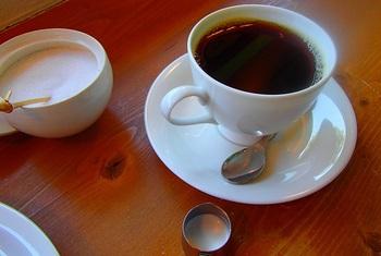 オーナーの児玉さんは憧れだった珈琲店実現に向けて仕事の傍ら上京を重ね、東京台東区の名店「カフェ・バッハ」で修業した方。コーヒー豆は100gから手に入ります。