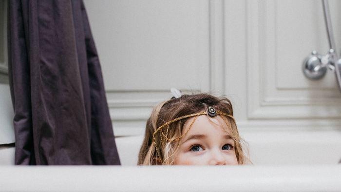 お風呂や軽めのストレッチで体をほぐし、温めましょう。一日の疲れはその日のうちに流してしまいましょう。