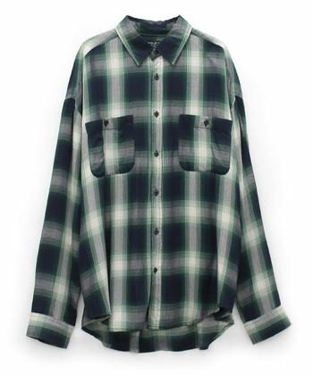 いかがでしたか?この時期にヘビロテしたいネルシャツ。冬の始まりには一枚で、寒さが厳しくなる頃にはニットに合わせて、などなど、長いシーズン使える優秀アイテムです。ぜひ今年も積極的に活用して、冬コーデを温かくオシャレに乗り切りましょう!