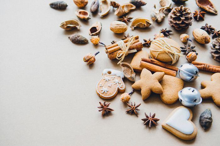 みんなが大好きなクリスマス。プレゼントにおでかけプラン、クリスマスディナーなど今年のクリスマスをどう過ごそうか計画を立てている方も多い時期。今年は手作りクッキーのプレゼントはいかがでしょうか。お菓子やケーキもクリスマスにはマストですが、手作りクッキーのプレゼントで過ごすほっこりクリスマスを楽しんでみませんか?