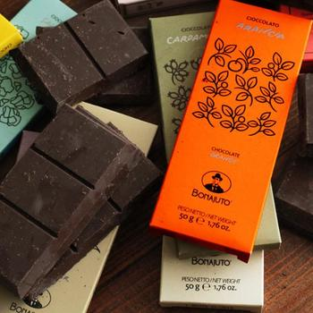 スペインからやってきた「ANTICA DOLCERIA BONAJUTO」のチョコレートは、スペインがシチリアを統治していた時代から受け継がれる伝統的な製法で作られています。