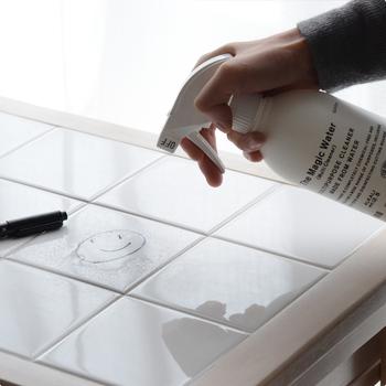 マジックウォーターの成分は、日本で最も優れた特許技術により製造されたpH12.5の高濃度アルカリイオン水のみ。汚れが気になるところに直接スプレーして、水で洗い流すか布でふき取るだけの手軽さが良いですね。