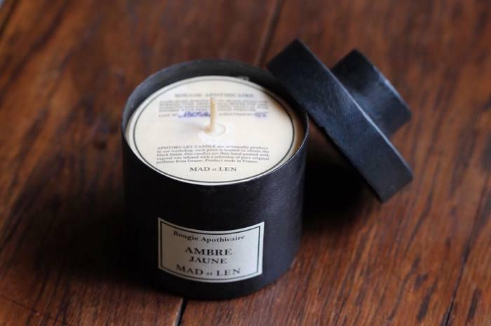 石油系のキャンドルとくらべて、燃焼時間が長くほのかにやさしい炎と香りが特徴です。香りがお部屋に広がったら、そっと炎を消してあげてくださいね、長く楽しめるポイントです。