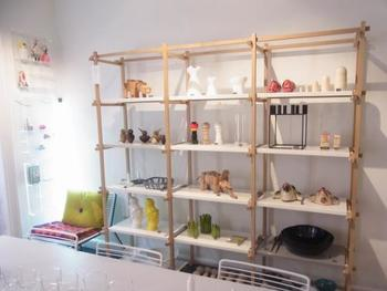 1950年~60年代のデンマーク家具の素晴らしさを大切にしながら、新しいモダンなデザインも取り入れているところがポイント。北欧のデザインという概念だけに縛られず、今の暮らしにフィットする高い機能性など、幅広い視野からさまざまなアプローチを試みています。
