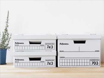 ハーフサイズは、書類や小物を入れるのに便利です。二つ重ねると、通常サイズと同じ高さになります。
