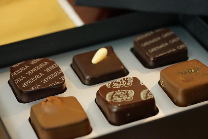 メニューの開発にはミシュラン三ツ星レストランである「エルブリ」のアルベルト・アドリア氏も参加したそうで、一つ一つショコラティエにより丁寧に作られるチョコレートは、見た目も味も◎。