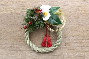 フローリスト「ichirin花」さんが作られたしめ飾りは、細かなパーツがとても愛らしいイメージです。信頼できるお花屋さんにしめ飾りをオーダーするのも素敵ですね。