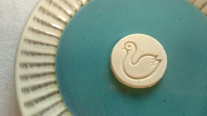 【長野】開運堂の白鳥の湖 口に入れて溶ける前に「ポルポロン」と3回唱えると幸せになれるんですって。