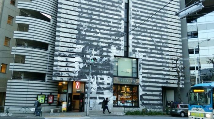 内外のコンテンポラリー作品だけでなく、造園・建築など幅ひろく展示を行う現代アートの私設美術館。設計はスイスの建築家マリオ・ボッタで、外壁は、展覧会(年に3-4回開催)の内容によってさまざまな意匠にアレンジされます。