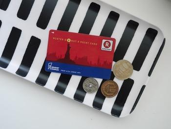 ポイントカードはTポイント、楽天ポイント、dポイントなど共通ポイントカードを中心に使うようにして、あまりポイントカードばかりにならないように気を付けましょう。いざというときにカードが見つからなかったり、ポイントが失効していたりするのはもったいないことです。