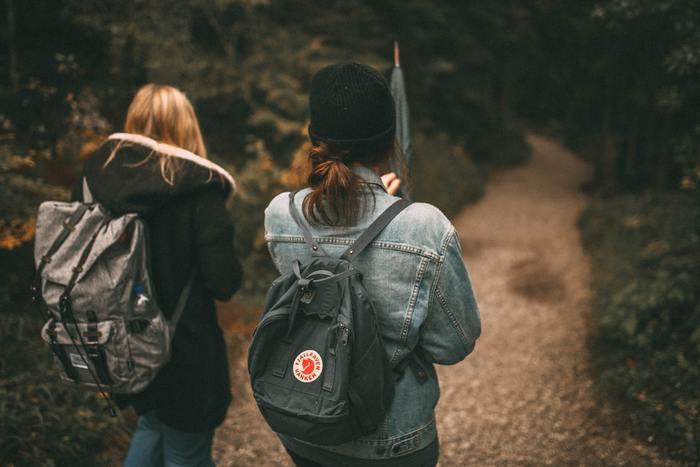 気兼ねなく話せる友達がいるのといないのとでは、人生の幸福度が大きく変わってきます。新しい出会いだからこそ、過去や従来の人間関係に捉われることなく、今のありのままの自分について包み隠さず話せるということもあるかもしれません。