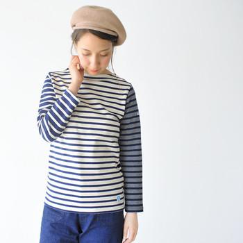 トレンドのベレー帽。こちらは「atelier brugge(アトリエブルージュ)」のあたたかなウールフェルト。まあるいフォルムとシックな色合いが、大人っぽくも可愛いらしいアイテムです。
