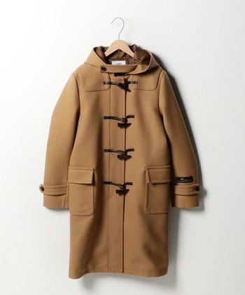 カジュアルなのに、着こなしが品よく仕上がる。そんなダッフルコートは、クローゼットに一着あると、とても心強いアイテムです。これからゲットしようとしている方や、新しく買い替えようとしている方は、ぜひ、「レングス」にこだわってみてください。丈感が少し違うだけで、羽織ったときのイメージがカラリと変わってくるんですよ!では実際に、コーデ実例で詳しく見ていきましょう♪