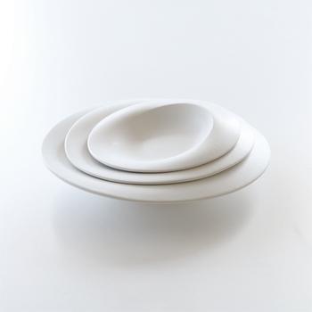 石川県金沢市を拠点にするASCEL(アセル)は、伝統工芸と先端3Dデジタル技術を合わせたものづくりを行っています。使う度に背筋がシャンと伸びるような、何気ない料理も端正な表情に見せてくれる器です。