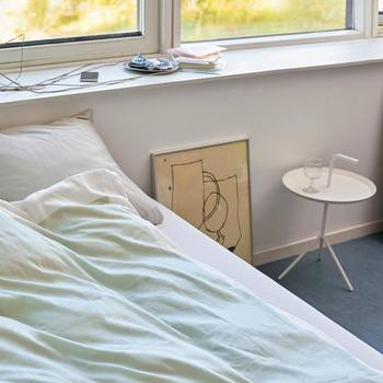 北欧インテリア雑貨が一箇所お部屋に増えるだけでも、雰囲気が変わってより理想に近づけることができます♪デンマーク発のインテリアブランド「HAY(ヘイ)」には、椅子やテーブルの家具アイテムもたくさんありますので、まずはお部屋のメインのスペースからイメージチェンジしてみるのも良いでしょう。