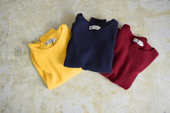 秋冬コーデのマストアイテムと言えば、セーター。こちらは、自分へのご褒美にふさわしい、良質なウールをふんだんに使った肌触り抜群の一枚です。ブラックやネイビーといったシックなカラーから、コーデの差し色にぴったりの明るめカラーまで計11色から自分のお気に入りを選んでみて。