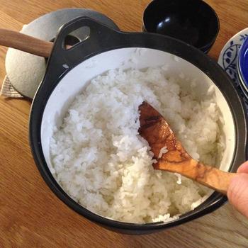 炊飯も5号まで余裕でOK◎!フタに重みがあるので、うっかり吹きこぼれても最小限に抑えてくれます。とっても美味しく炊けるので、炊き込みご飯を楽しむのもおすすめ。