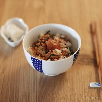 昔よく使われていた下がふっくらした形のお茶碗。小さめで女性やお子さんにも使いやすいサイズです。