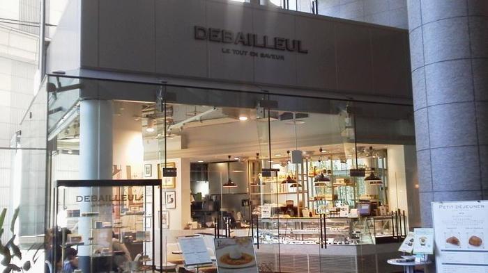 JR東京駅から徒歩約1分の距離にある丸の内オアゾの1Fにある「ドゥバイヨル 丸の内オアゾ店」。他に丸の内ビルディングの地下1Fにも店舗があります。