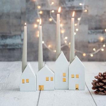真っ白な家が並ぶキャンドルホルダーはクリスマスをさり気なく連想させる大人のオブジェ。他のアイテムと組み合わせるのも楽しそう。