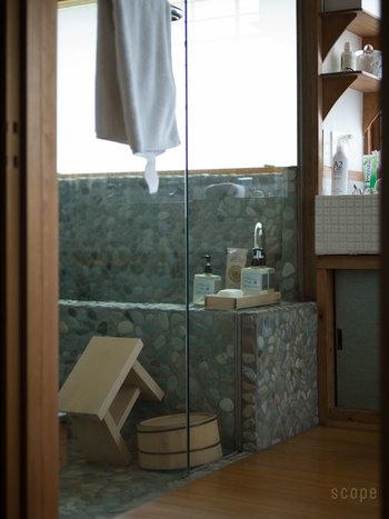 バスルームなどの水まわりに置いても合いますね。乾きが気になるバスタオルでも、A2 Careを吹き付けておけば、安心して使えます。