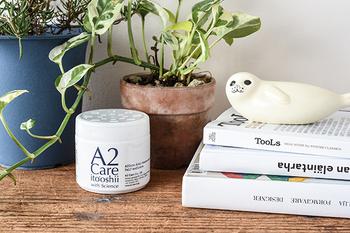 除菌消臭剤の効果がいくらすごくても、インテリアに合わないパッケージだと、部屋の雰囲気が台無しですよね。A2 Careは白を基調としたデザインで、インテリアの邪魔になりません。