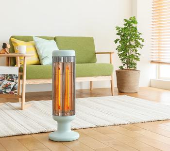 スリムでとってもコンパクトなこちらのヒーターは、2本の熱源を搭載し、1000Wのハイパワーでお部屋を暖め、遠赤外線の効果で、体を芯からじんわりと暖めてくれます。 灯油やガスの燃焼、温風が出るタイプの暖房器具と違い、お部屋の空気を汚さないのも嬉しいポイントです!