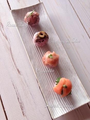 パーティーにもおすすめのモダンな手まり寿司レシピ。アンチョビ、ワイン入りで、オードブルのように楽しめます。黒米を入れて炊いた、ほんのりピンク色のすし飯がこだわりポイント。