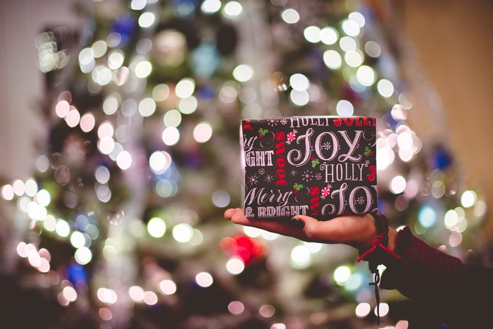 いつも一緒にいて、同じ場所へ出かけたり、いろんな話をしたり…親しいひとと一緒にいれば、自然と「好きなモノ・コト」がわかってきますよね。相手の趣味や好み、ライフスタイルに寄り添うプレゼントは、その人をよく知っているからこそ選べる特別な贈り物。今回は、贈る相手の好みに合わせたおすすめのギフトをご紹介します。選ぶうちに、その人がもっと好きになりそうです。