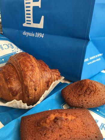 バター好きにはたまらない、エシレ バター100%のお菓子やパンなど、世界でもここにしかないものばかりで、お土産だけでなく自分用にもたくさん欲しくなってしまいそう。パッケージのブルーの袋もとても素敵。
