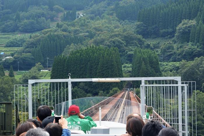 一番のポイントは「高千穂鉄橋」。高さ105mの高千穂鉄橋を渡るのはスリル満点で、子供から大人までワクワクするはず!高千穂の自然をたっぷりと眺めながら、30分の旅を楽しんでみませんか?