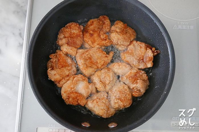 しかも揚げ物用の鍋ではなく小さいフライパンで揚げ焼きにすれば、油の量も少なくてすみ、そして後片付けもラクになるのが嬉しいポイント。