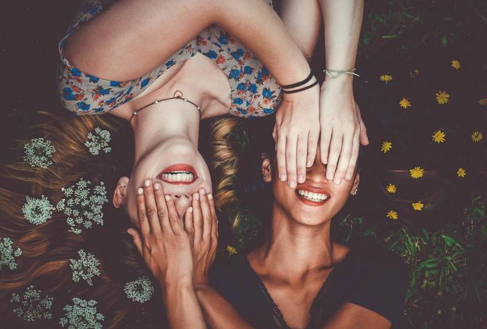 誰かと自分を比較する人は、相手が上であろうと、下であろうと、周囲の状況に大きく影響を受けてしまい、結果振り回されてしまいます。相手の方が優秀だと思えば、相手を妬み自分自身にイライラしてしまったり、自分の方が優秀だと思えば、自分が一番だと自惚れてしまうかもしれません。