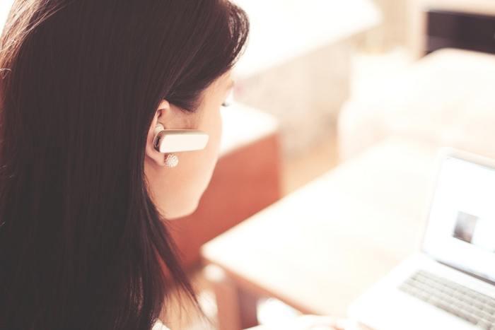 もし、カスタマーセンターなどエンドユーザーのお客様から電話がかかってくるようであれば、「May I help you? / How can I help you? (ご用件を承ります)」を付け足してみても良いですね。