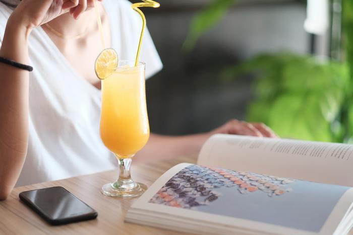 オレンジジュース、レモンジュース、パイナップルジュースを1:1:1で、シェイクするだけの簡単ノンアルコールカクテル。魔法で舞踏会に行けたシンデレラのように、お酒が飲めない人も魔法をかけられてお酒を飲む場へ行けるように、という意味が込められた名前なのだとか。