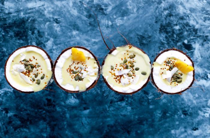 パイナップルジュースにココナッツクリームと砕いた氷をミキサーでブレンドした、南国風ノンアルコールカクテル。ピニャ・コラーダとはスペイン語で「裏ごししたパイナップル」と言う意味があり、70年代にニューヨークで流行したカクテルのノンアルコール版です。