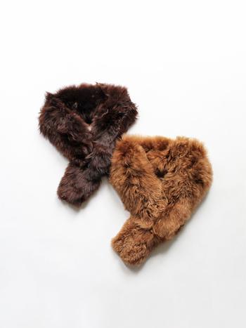 アルパカ製品を主に制作している英国のブランド「Cosy(コージー)」のティペットは、ふかふかの肌触りが特徴的なアイテムです。シックなブラウン系のカラーは、どんな着こなしにも馴染みやすく合わせやすいのが魅力的ですね。