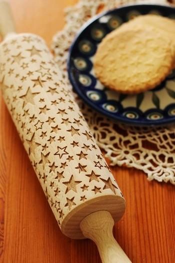 クリスマス時期のおやつや手土産にも一役かってくれそうな星模様のローリングピン。いつものクッキーも、星柄にするだけで、とってもかわいいスペシャルなおもてなしになりますね。