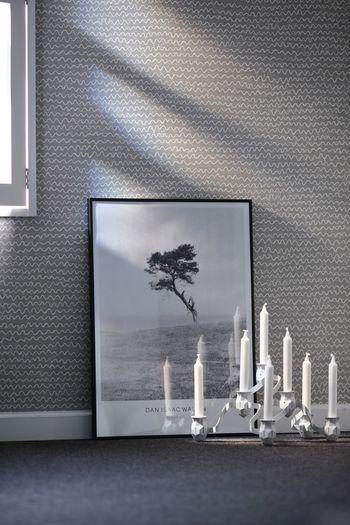 先ほどのお部屋、近づくとグレーベースに白いなみなみの模様が。細かな柄は遠くからの印象と近くで見る印象の違いも楽しめますね。