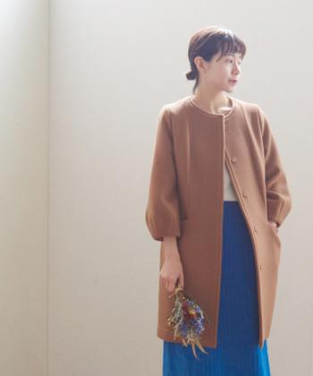 こちらは「OLIKA」のウールコート。明るいキャメルが可愛いです。中に色味のあるスカートを合わせると、キュッと引き締まった印象になりますね。