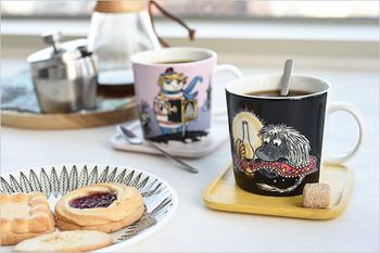 限定デザインの他に、ムーミンデザインの食器には定番と呼べるマグカップたちも。デザインやテイストが揃っているから、組み合わせてもしっくり馴染みます。