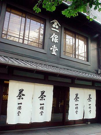 京都の茶舗「一保堂」のサイトも、とても参考になります。オンラインショップでは、抹茶やお道具も買うことができます。
