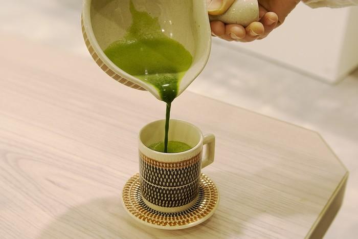 おうちで気軽に飲むのなら、思い切ってマグカップで楽しむのもアリかも。作業をしながら片手でも飲める新スタイルです。